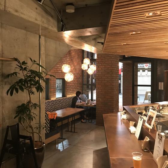 1階のcafe & barは誰でも入れます