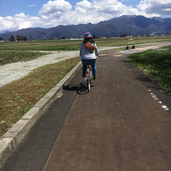 自転車を借りてサイクリングロードを走る。爽やかな風が吹いた