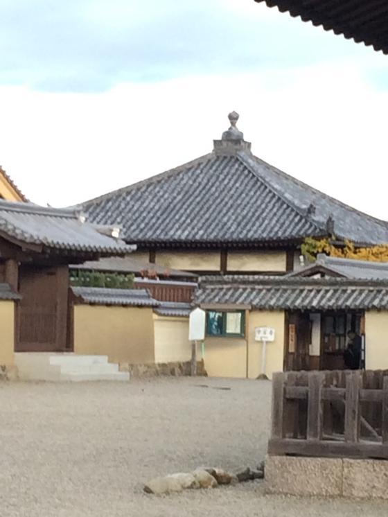 中宮寺 の 門