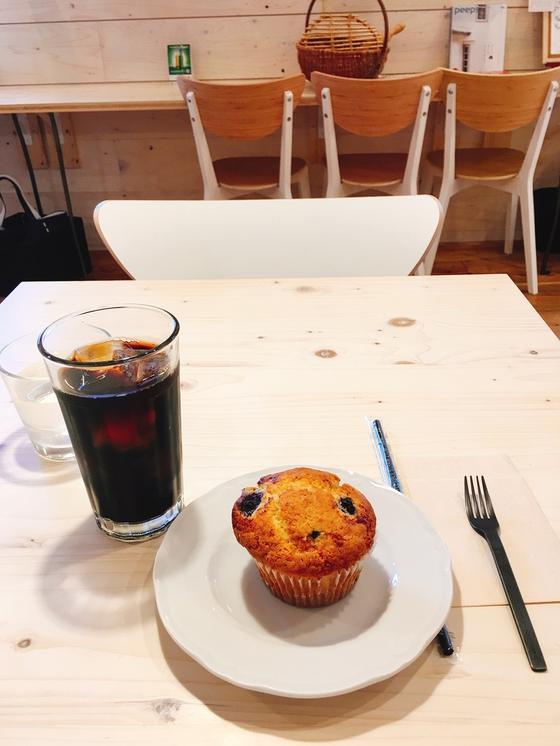 ブルーベリーマフィンとアイスコーヒー