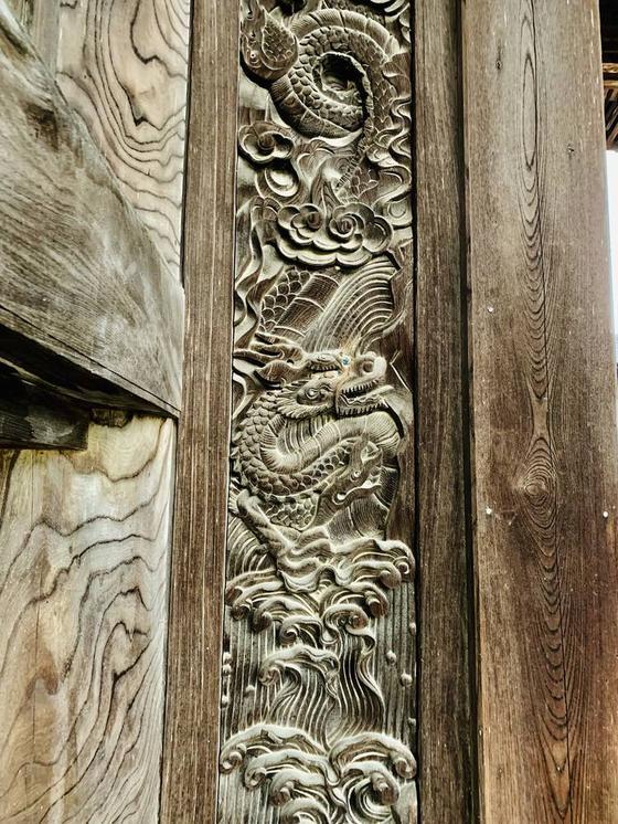 御影堂門の柱