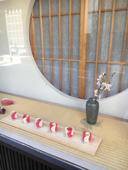 中西与三郎(和菓子屋)さんの糊こぼしと造花。