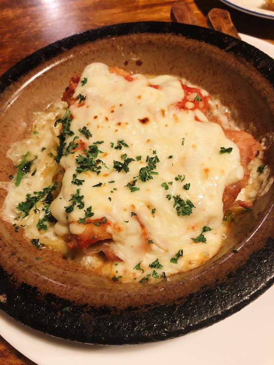 チキンのラクレットチーズ焼き