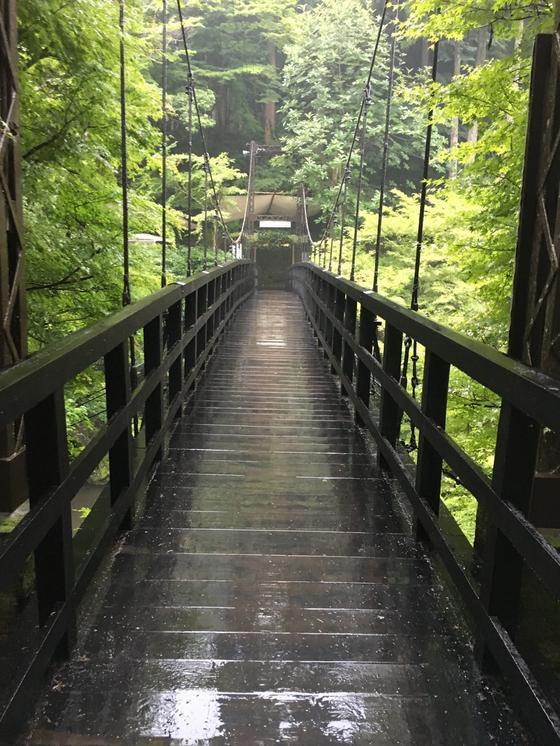 別館に渡る吊橋