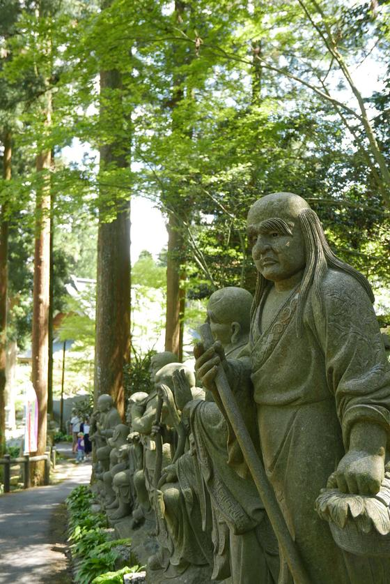 五百羅漢像がズラリ