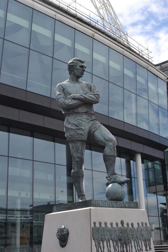 ボビー・ムーアの銅像