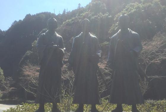 木戸孝允、伊藤博文、山県有朋の像