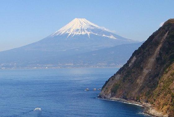 富士山の全容がはっきりと