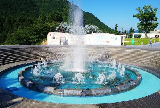 山奥に巨大な噴水!