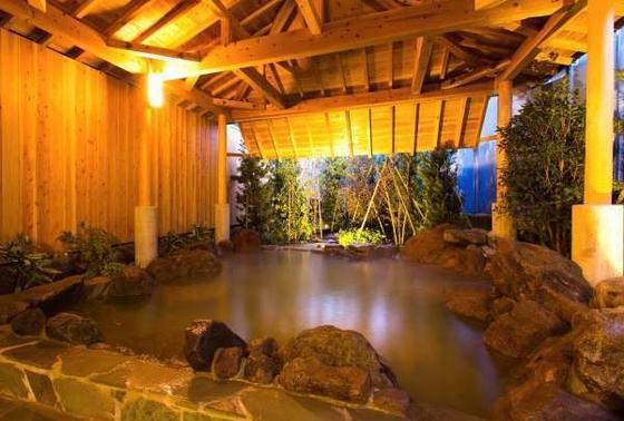 近くの温泉「ホテルシーウェーブ」