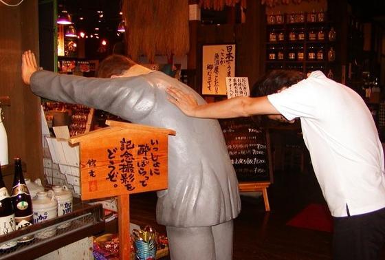 日本酒が飲めない人も記念撮影をどうぞ