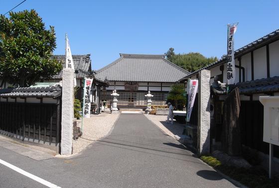 本堂の左側が弘法様