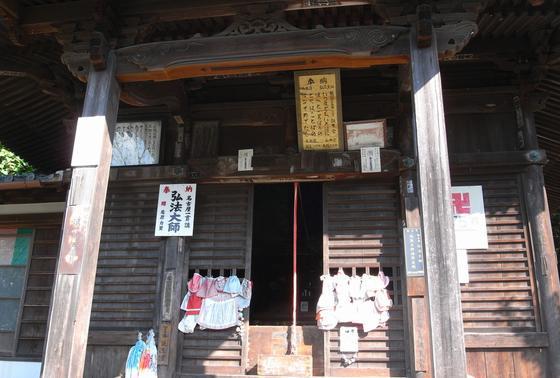 本堂と弘法堂があります