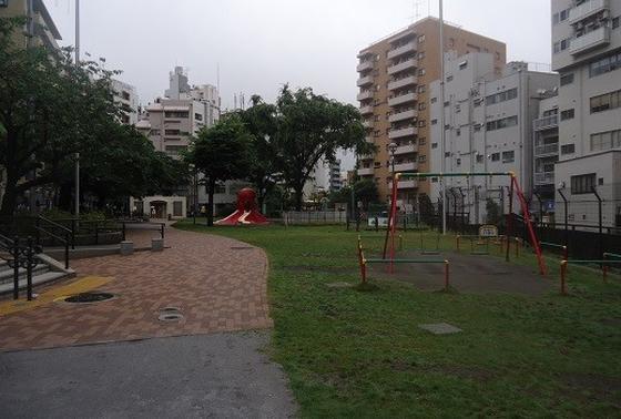 すぐ近くにたこ公園があります。