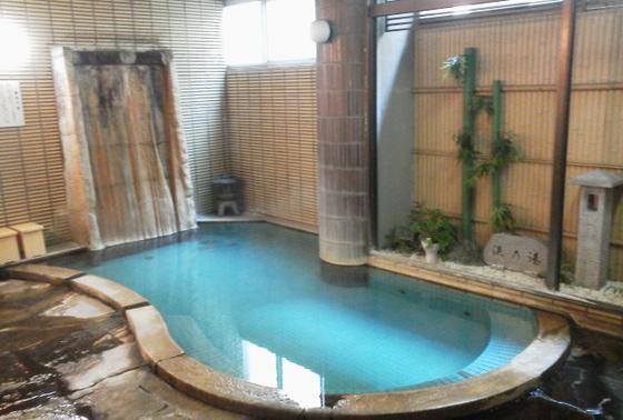 近くの温泉「野上本館」