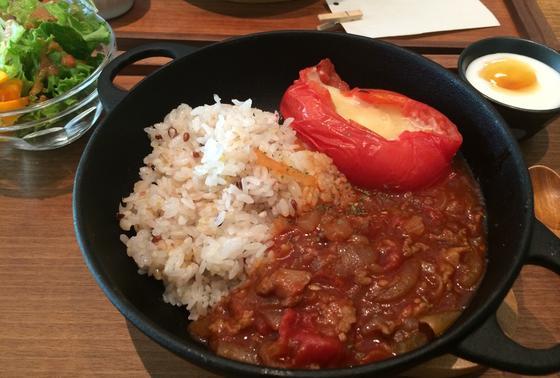 夏季限定 「完熟トマトのせ焼ハヤシライス」900円