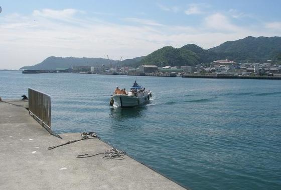 成ヶ島には渡し船で移動します。