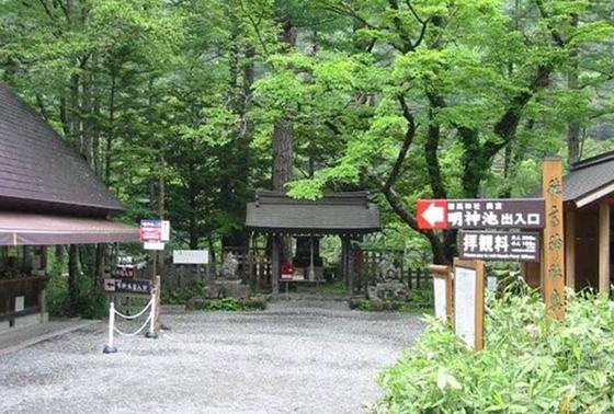 お腹もいっぱいになったら穂高神社奥宮へお参り。