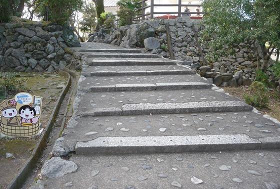 天守閣に続く階段