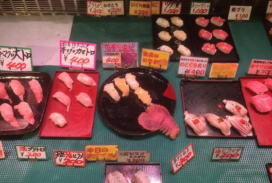お寿司はこんな感じで売られています3