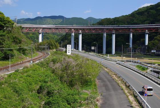 谷峨から大野山への景色