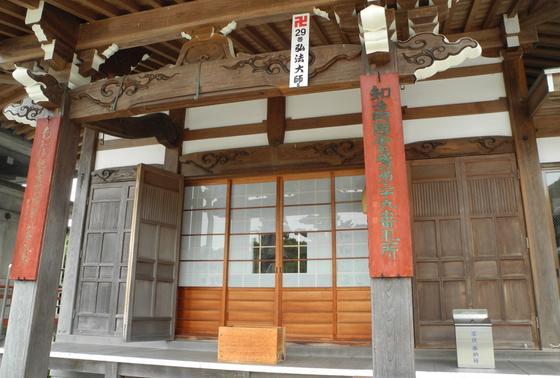 古くて立派な寺院