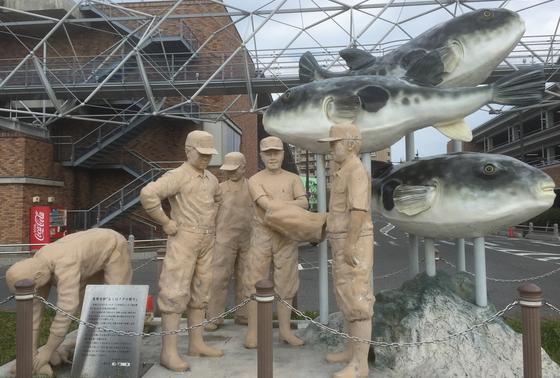 ふくのセリの様子の像
