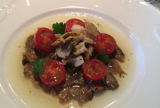 炭焼き茄子と巻貝のサラダ仕立て