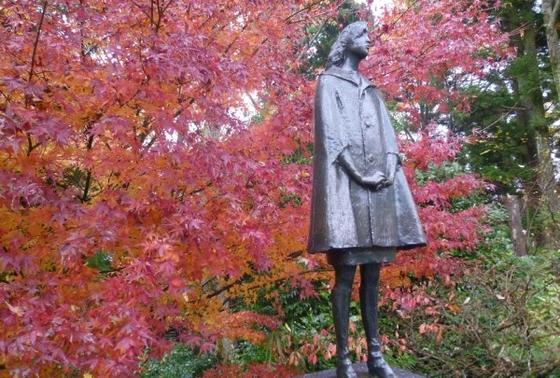 紅葉の箱根彫刻の森美術館