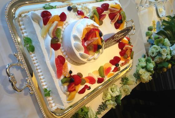 友達の結婚式のケーキ