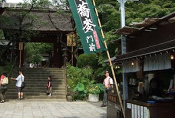 深大寺の境内入り口の目の前