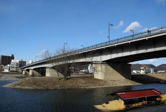 スタート地点の長良橋です