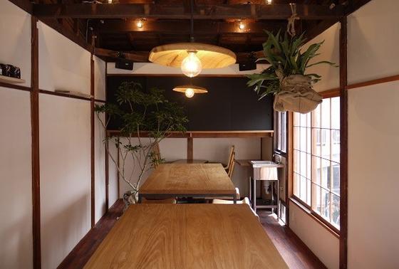 二階のテーブル席