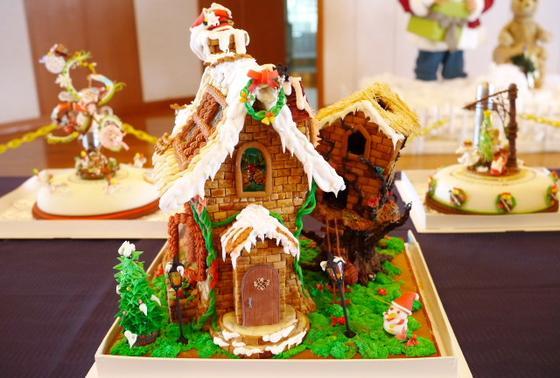 クリスマスケーキの展示も