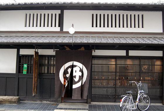 京都の老舗味噌店がすぐそば。