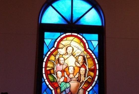 殉教者を物語るステンドグラスが美しすぎます