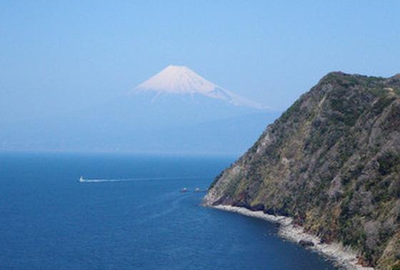富士山の裾が薄く見える