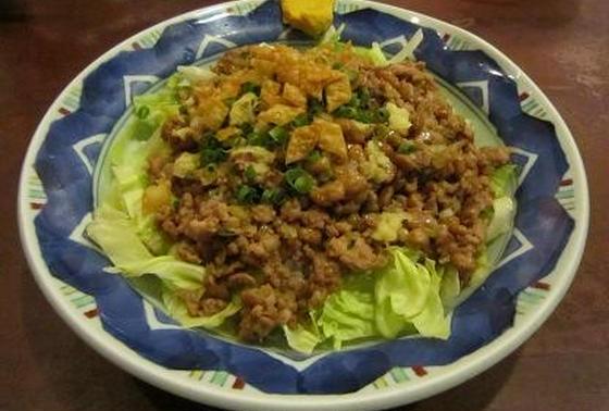 挽肉と納豆炒めのレタス巻
