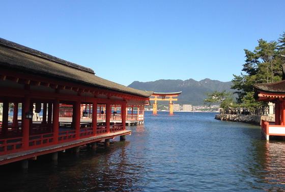 厳島神社内