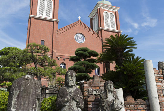 浦上天主堂・聖人の石像