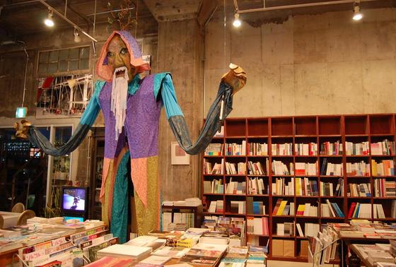 入り口横は書籍コーナー