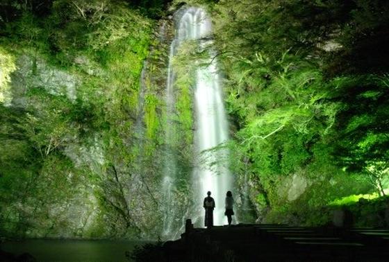 夏の箕面の滝