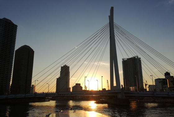橋のシルエット