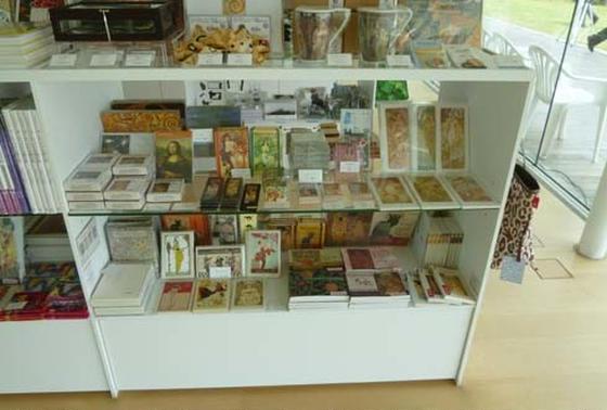 横須賀美術館ミュージアムショップ