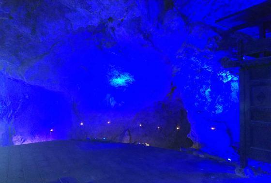 洞窟の中は