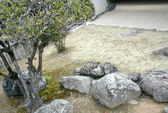 日本列島を形どった庭石
