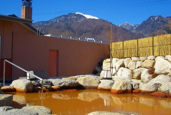 褐色の温泉