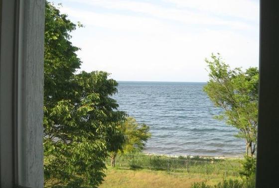 窓から見える琵琶湖