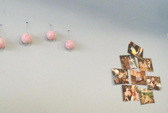 壁の装飾がポップ