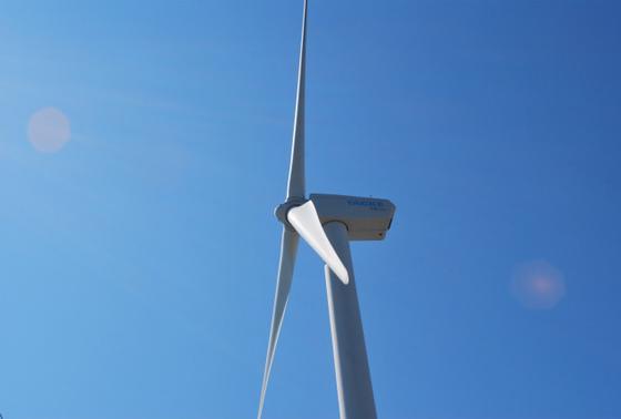 目印は大きな風車です。